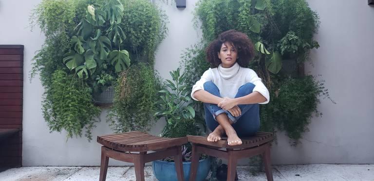 Taís Araújo é fotografada pelo marido, Lázaro Ramos, no jardim de sua casa, em Humaitá, no Rio