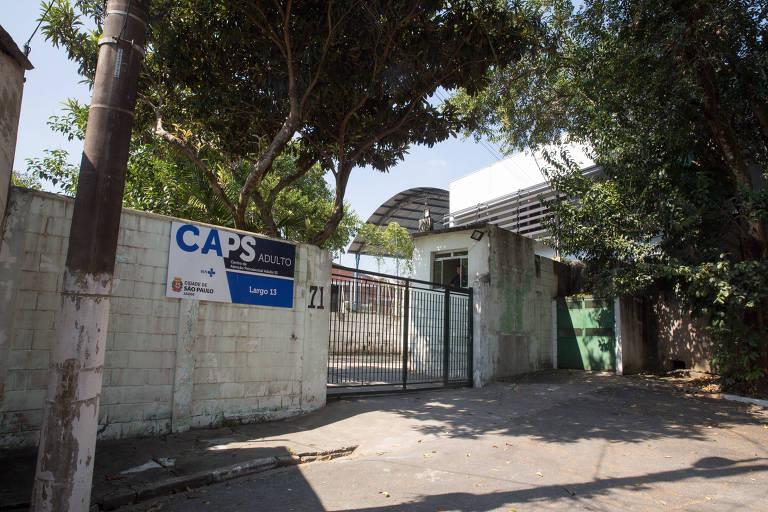 Entrada da enfermaria, com portão fechado