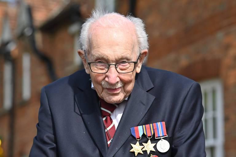 Britânico de 99 anos conquista Guinness com arrecadação contra coronavírus
