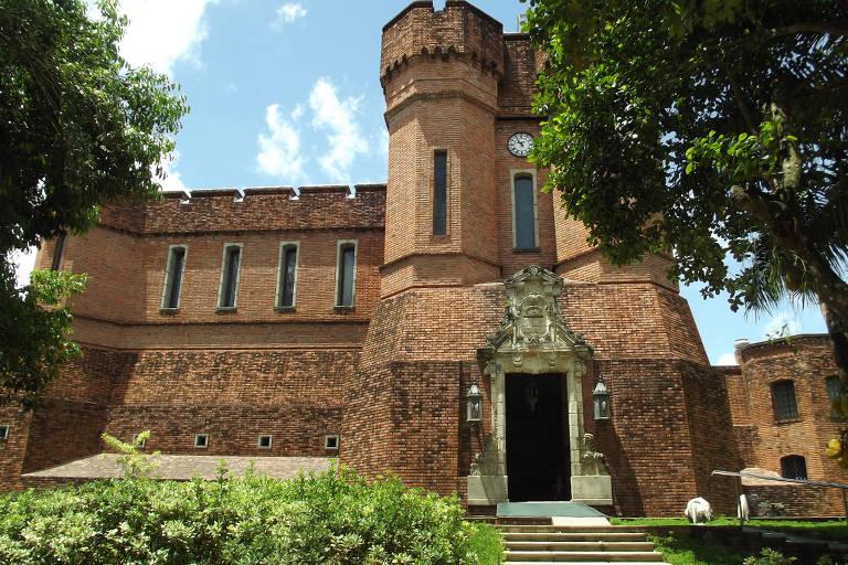 Instituto Ricardo Brennand, no Recife, abriga mais de 3.000 peças, de armaduras do século 16 a armas de dom Pedro 1º