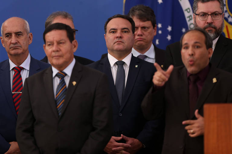O ministro Jorge Oliveira (centro), da Secretaria-Geral da Presidência, escolhido para assumir a pasta da Justiça