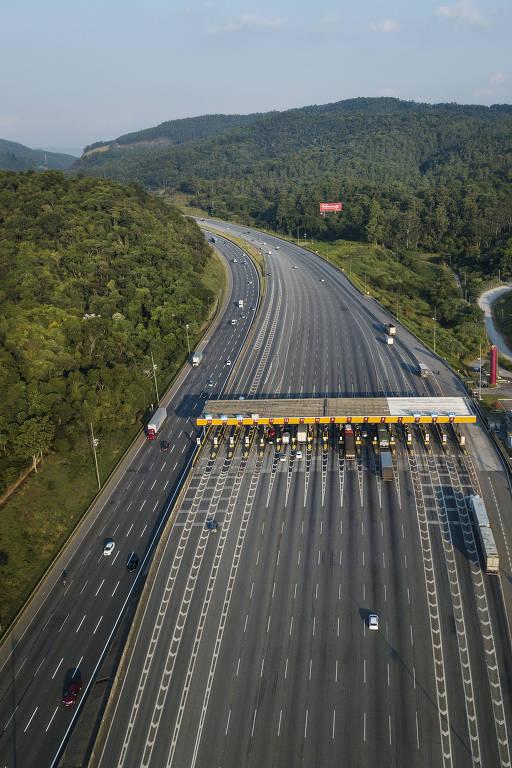 Movimento no pedagio da rodovia Bandeirantes na quinta-feira às 16h40, na altura do KM 36 sentido São Paulo