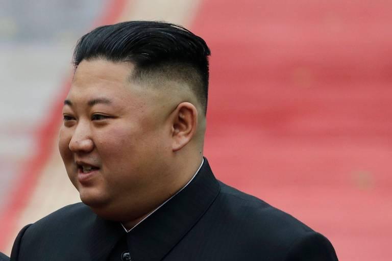 O ditador Kim Jong-un durante cerimônia em Hanói