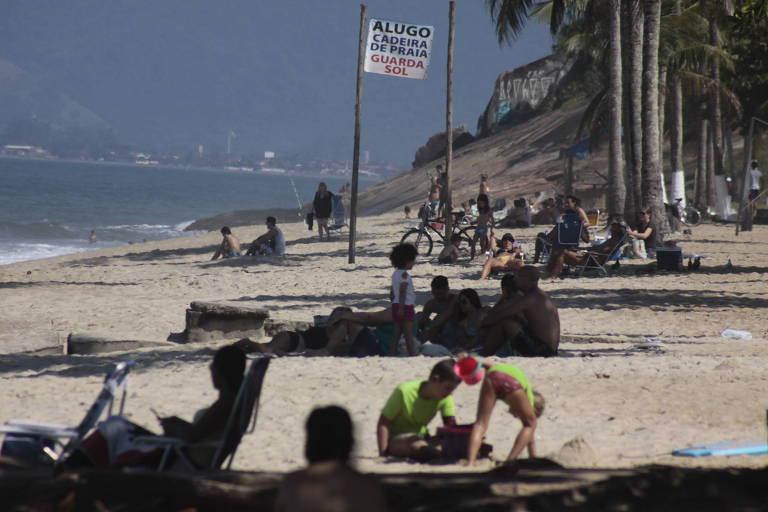 Turistas ignoram decretos e vão a praias paulistas durante a quarentena