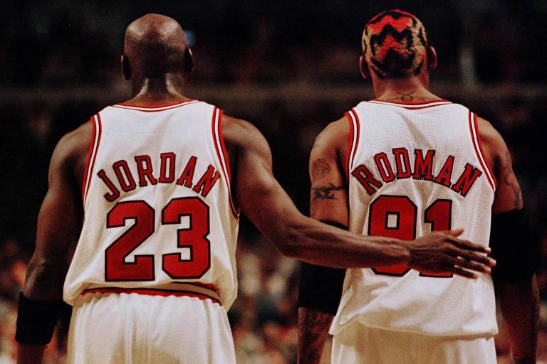 Michael Jordan e Dennis Rodman nas semifinais de conferência da temporada 1997/98 da NBA