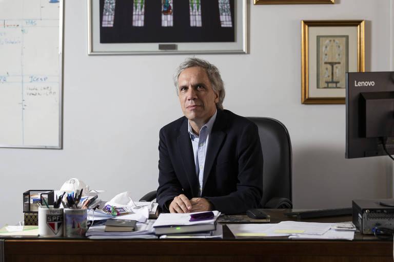 Antonio José Rodrigues Pereira, 58, superintendente do Hospital das Clínicas da USP, em seu escritório