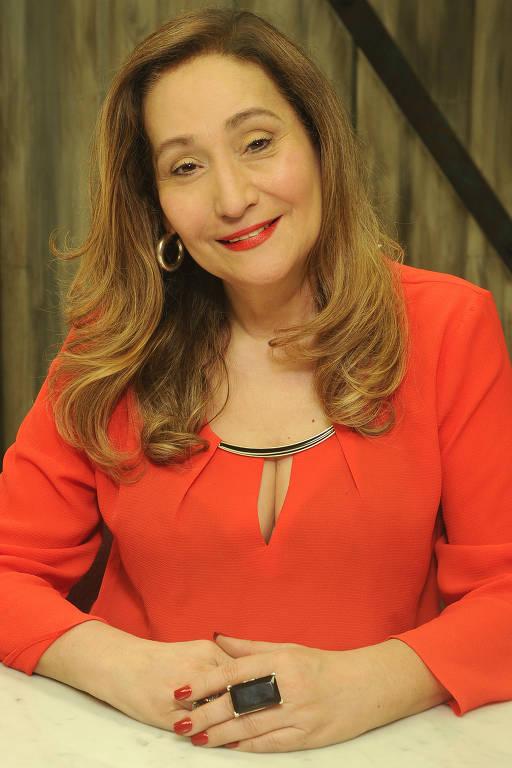 Imagens da apresentadora Sonia Abrão