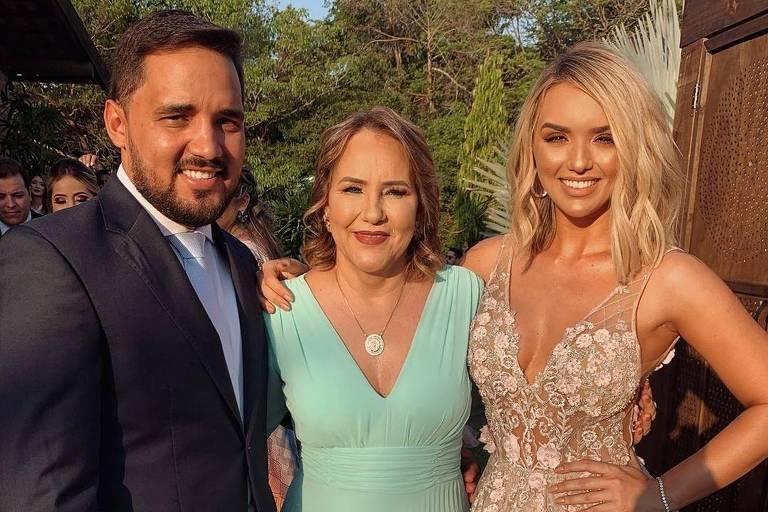 Rafa Kalimann com a mãe Genilda e o irmão Renato