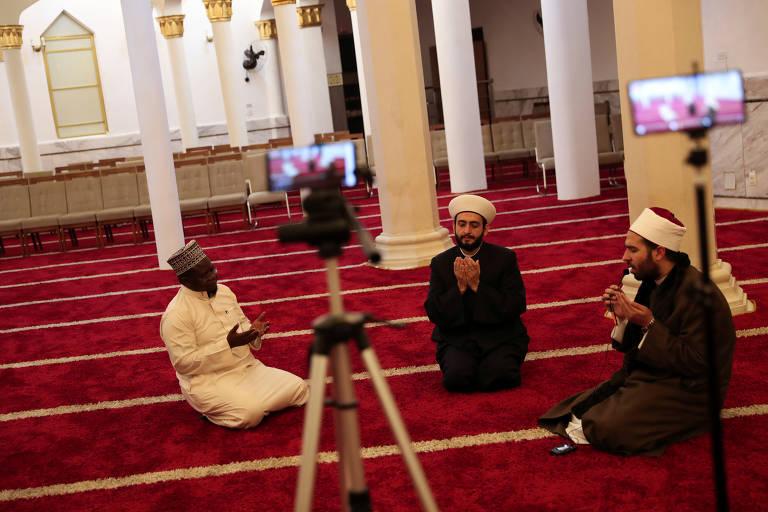 Muçulmanos se adaptam a Ramadã na pandemia