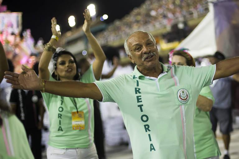 O craque Júnior desfila pela Mangueira, no Sambódromo do Rio de Janeiro, no Carnaval de 2018