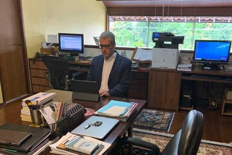 O ministro do STJ (Supremo Tribunal de Justiça) Rogerio Schietti Cruz no escritório da sua casa