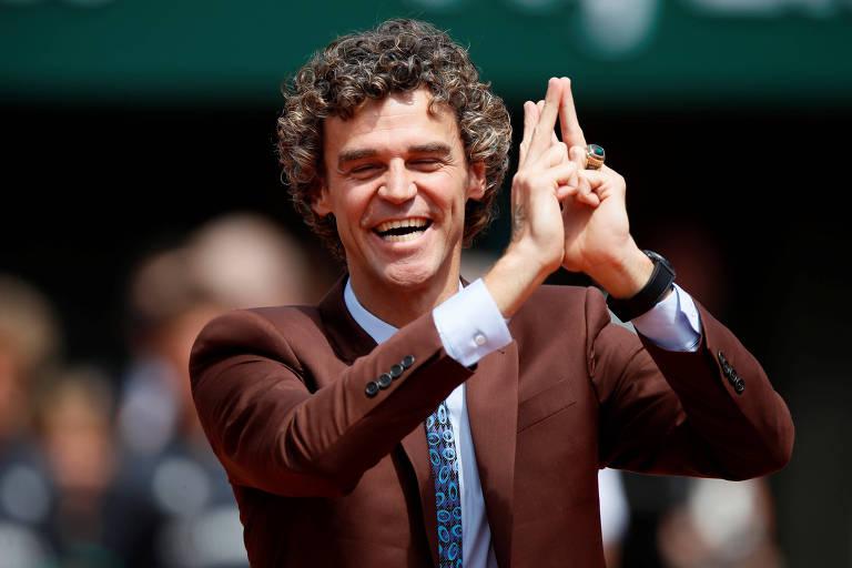 Guga em Roland Garros no ano em que recebeu homenagem pelos 20 anos do primeiro título
