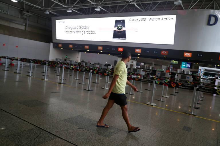 Aeroporto do Galeão vazio no Rio de Janeiro, após cancelamento de voos internacionais