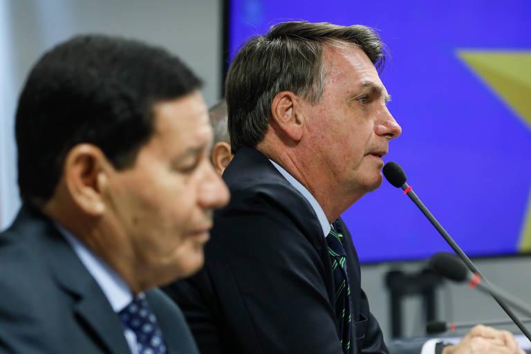 O presidente Jair Bolsonaro (dir.) e o vice-presidente, Hamilton Mourão,