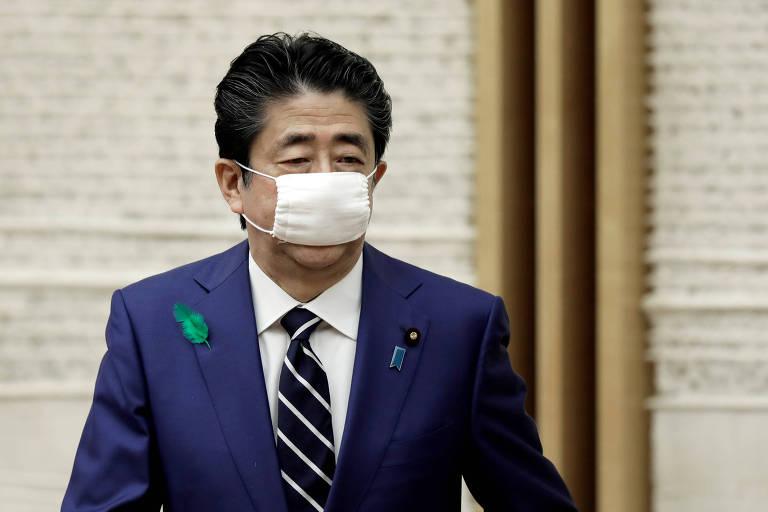 Abe com máscara cirúrgica