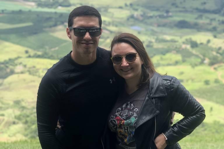 O casal Fábio Oliveira e Bárbara Simões em Santa Rita do Sapucaí, em Minas Gerais