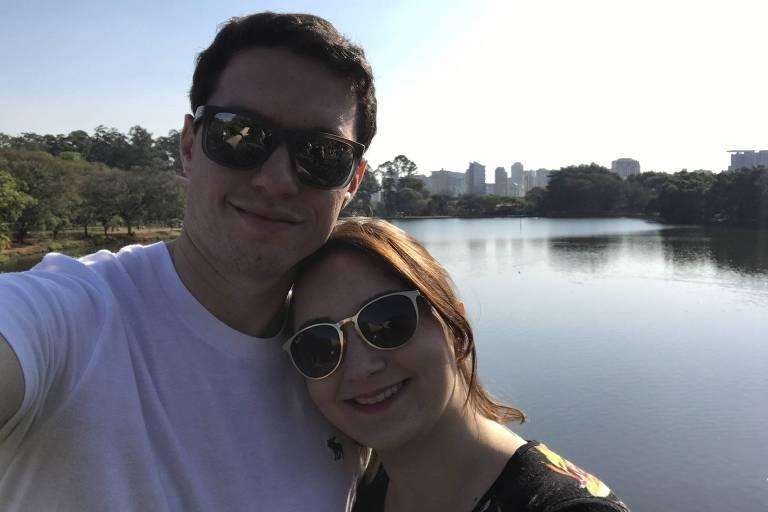 O casal Fábio Oliveira e Bárbara Simões no Parque do Ibirapuera, em São Paulo