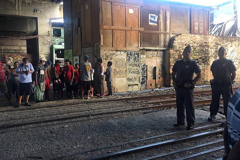 Polícia Militar realizou operação na Favela do Moinho na manhã desta quarta