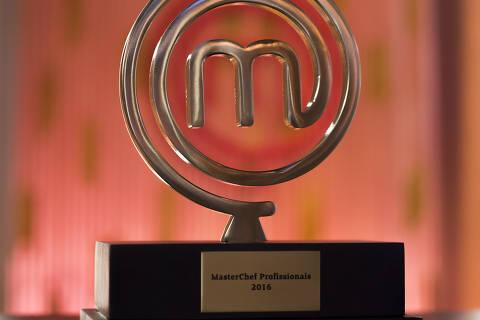Além do troféu, o vencedor vai ganhar R$ 170 mil e um Nissan Kicks 0km. Os dois finalistas também serão premiados com R$ 1 mil por mês, durante um ano, para compras com o cartão Carrefou