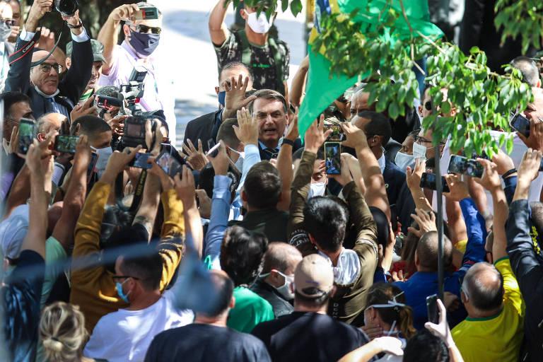 O Presidente da República Jair Bolsonaro na saída da posse do novo chefe do Comando Militar do Sul, no centro de Porto Alegre