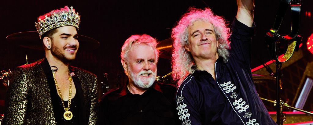 Adam Lambert  ao lado de Roger Taylor e Brian May