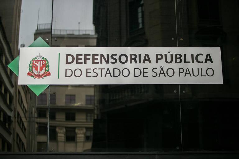 Fachada da sede de prédio da Defensoria Pública, no centro da cidade de São Paulo