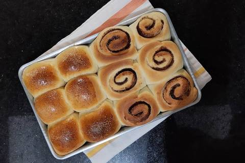 Pães doces e cinnamon roll feitos pela padeira Beth Viveiros, da Beth Bakery