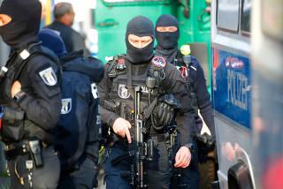 German special police gather near the El-Irschad (Al-Iraschad e.V.) centre in Berlin