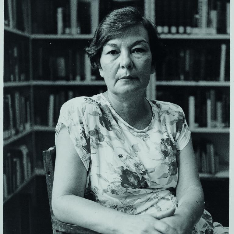 Retrato de Eunice Arruda, na biblioteca Mario de Andrade, nos anos 2000