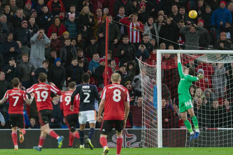 Lance de jogo do Sunderland na terceira divisão inglesa, exibido na série da Netflix
