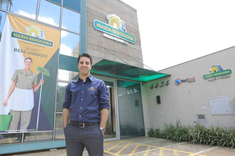 Felipe Buranello, 32, fundador da rede de franquias de limpeza Maria Brasileira