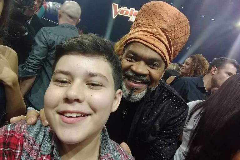 Carlinhos Brown lamenta assassinato de ex participante do The Voice Kids em PE