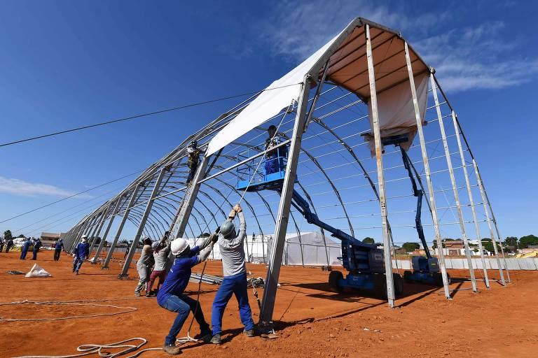 Construção de hospital de campanha para casos de coronavírus em Águas Lindas (GO)
