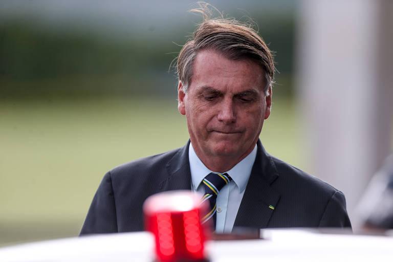 O presidente Jair Bolsonaro deixa o Palácio da Alvorada após cumprimentar apoiadores em Brasília