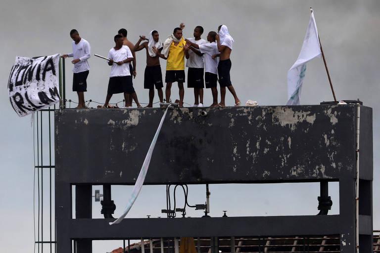 Detentos da Unidade Prisional do Puraquequara, em Manaus, iniciaram uma rebelião com reféns na manhã deste sábado (2)