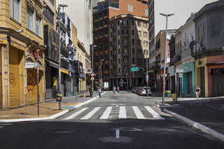 ***Esp FOLHA. Ruas Comerciais Fechadas***  Lojas fechadas na rua 25 de Marco no centro de Sao Paulo