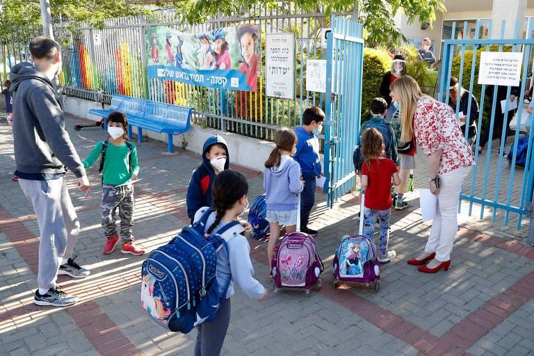 Crianças voltam à escola com flexibilização da quarentena em Israel; veja fotos de hoje