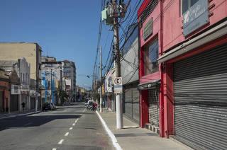 ***Esp FOLHA. Ruas Comerciais Fechadas***   Lojas  fechadas na rua Sao Caetano (no bairro Luz). Local reune comercio especializado em artigos e vestuario para noivas