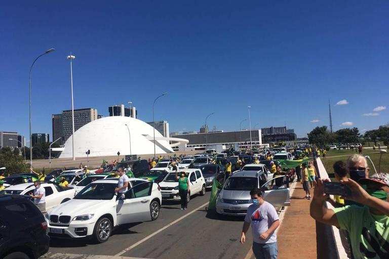 Carreata de apoiadores do presidente Jair Bolsonaro em Brasília