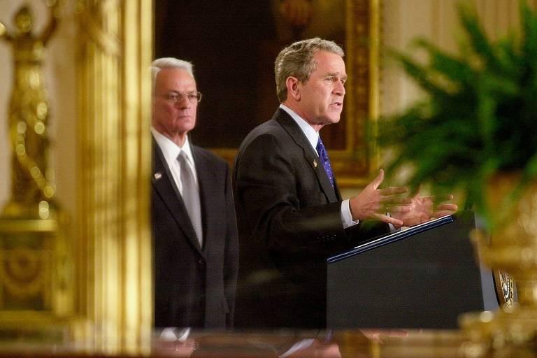 Bush pede fim de disputa partidária na crise e é atacado por Trump, também republicano