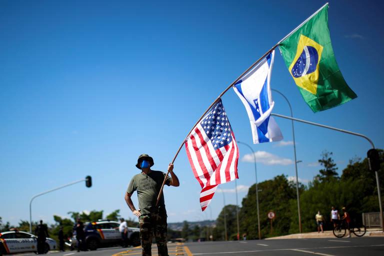 Veja imagens dos manifestantes em ato contra o STF e o Congresso