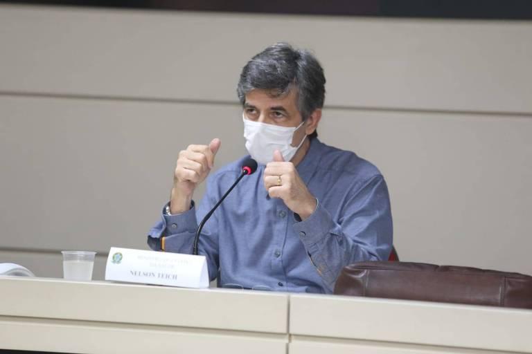 O ministro da Saúde, Nelson Teich, durante reunião com o governador do Amazonas, Wilson Lima (PSC), e o prefeito da capital, Arthur Virgílio Neto (PSDB), sobre a situação do novo coronavírus na região