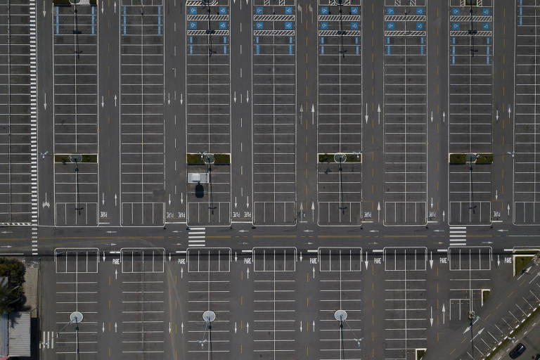 O vazio dos centros comerciais durante a pandemia