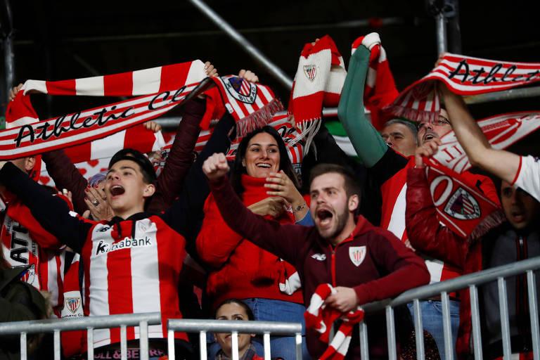 Torcedores do Athletic Bilbao em jogo da semifinal da Copa do Rei contra o Granada