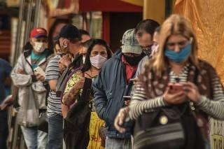 Usuários passam a ser obrigados a usar máscaras no transporte público a partir de hoje