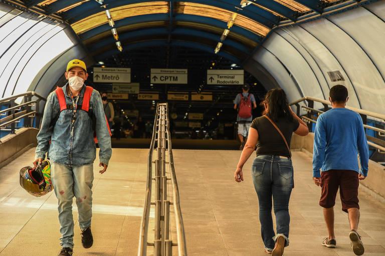 Uso obrigatório de máscaras no transporte público de São Paulo