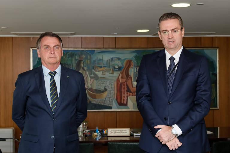O presidente Jair Bolsonaro e Rolando Alexandre de Souza, novo diretor-geral da Polícia Federal
