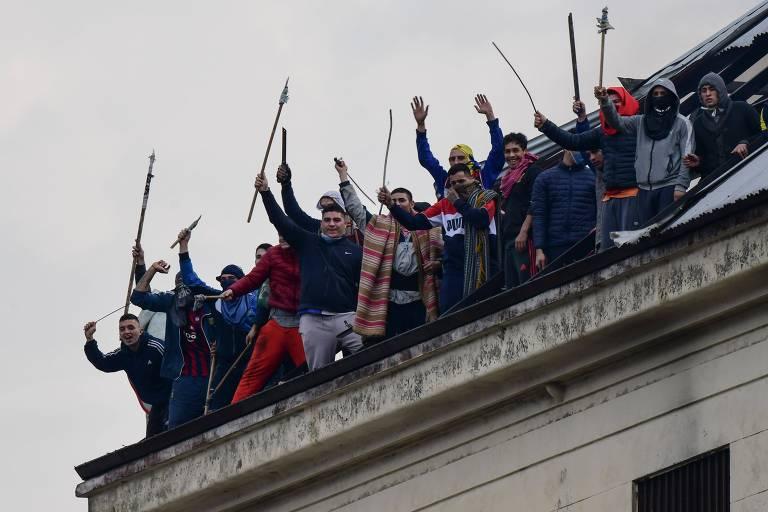 Detentos do presídio de Villa Devoto durante motim por medidas de prevenção à Covid-19