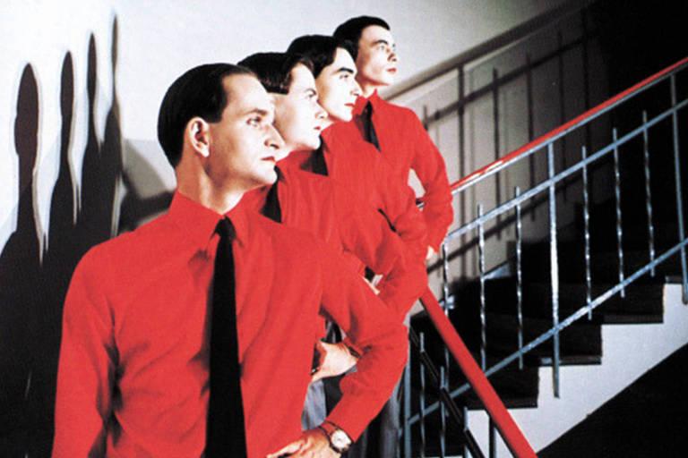 Florian Schneider à frente em álbum da banda Kraftwerk