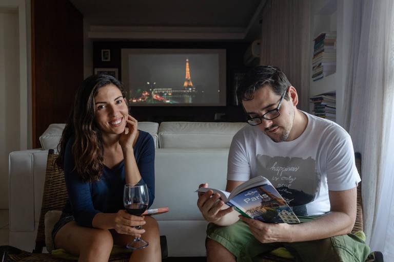 Bárbara Lins e Leandro Discaciate, que viajaram para a Índia sem sair do Rio